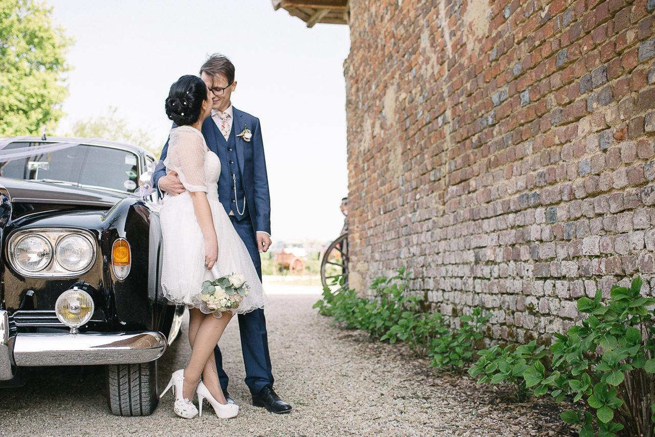 L'arrivée des mariés sur le lieu de réception de leur mariage