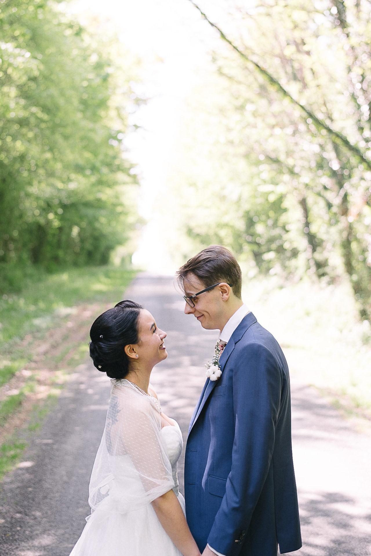 La découverte des futurs mariés durant la séance photo de couple