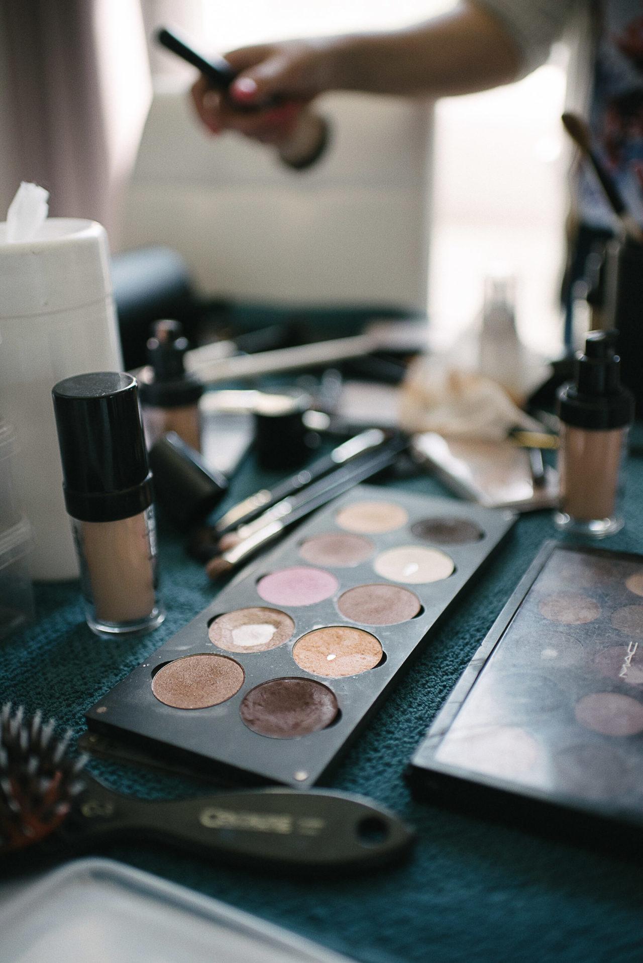 La palette de maquillage servant durant les préparatifs de la mariée