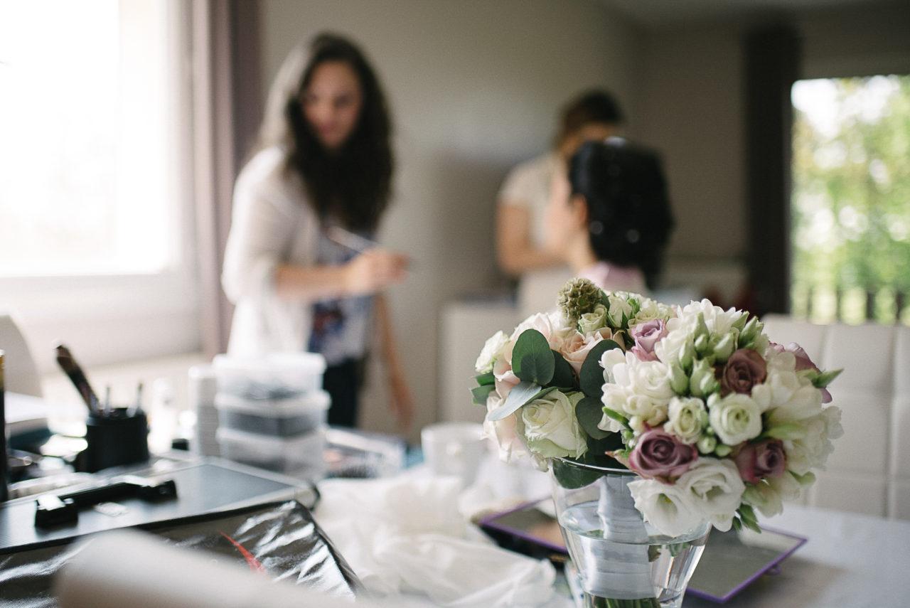 L'ambiance unique qui règne durant les préparatifs de la mariée entourée de ses proches